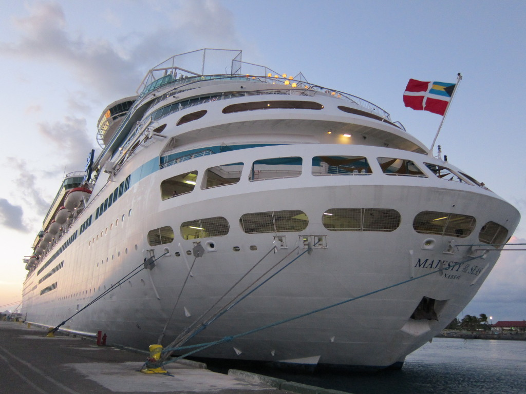 Navio-Majesty-of-The-Seas-Atracado