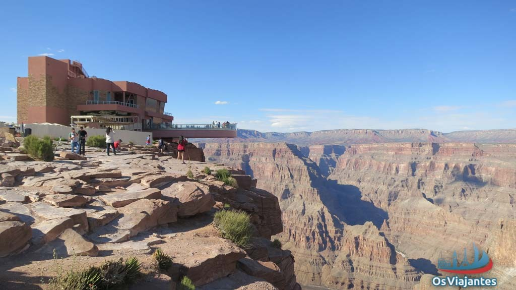 Skywalk ao fundo no Eagle Point - Grand Canyon