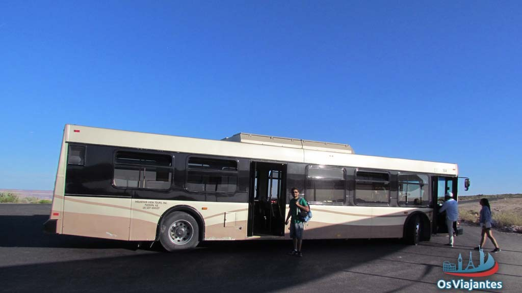 Bus that makes the transport between the three parts of the Grand Canyon West