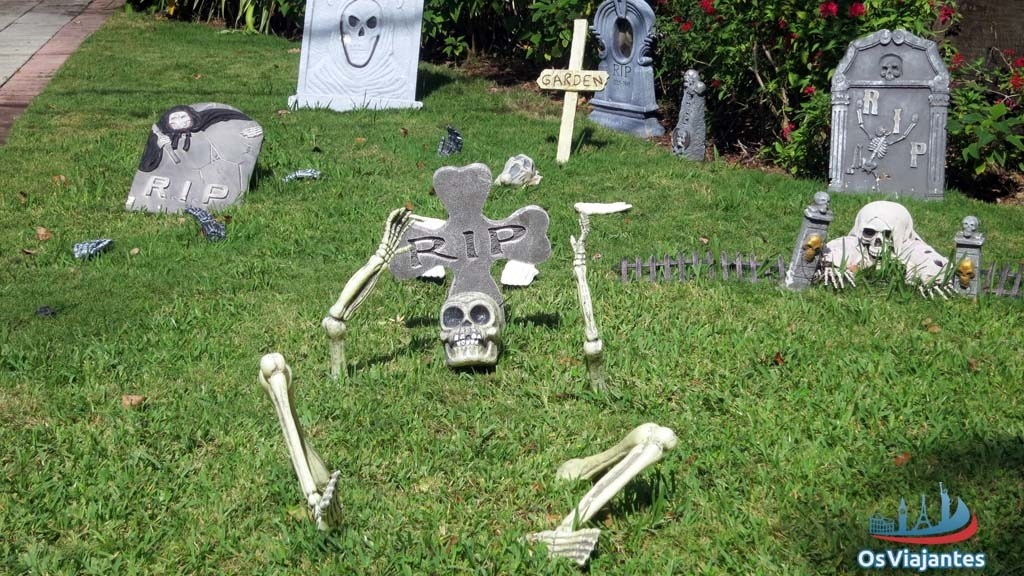 Garden decorated for Halloween-Miami