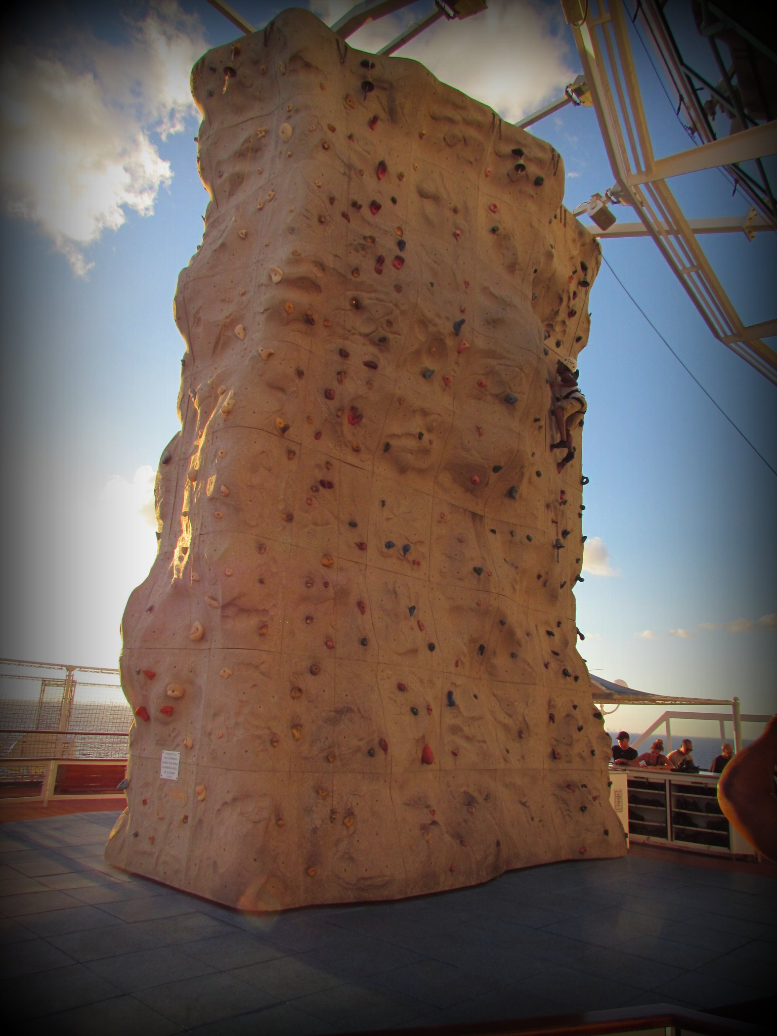 Majesty-Of-The-Seas-Deck-12-Parede-De-Escalada
