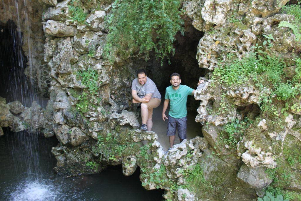 Gruta próximo ao Lago Da Cascata - Quinta da Regaleira - Sintra -Portugal