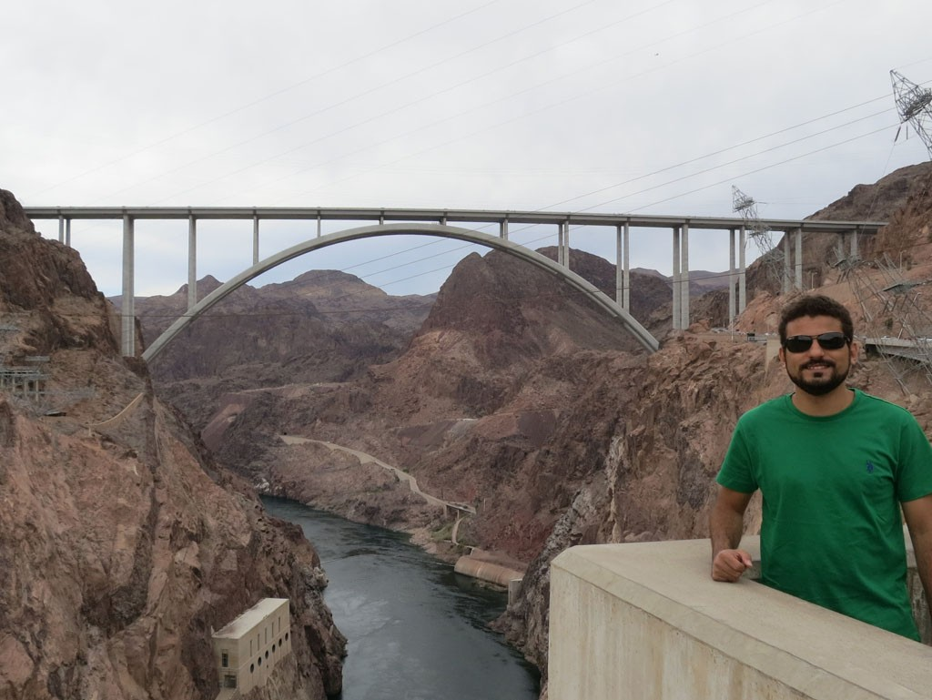 A ponte Mike O´Callaghan - Pat Tiillman Memorial Bridge vista da represa - Hoover Dam